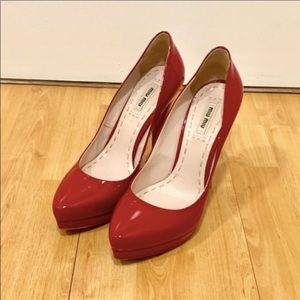 Miu Miu like new red pumps